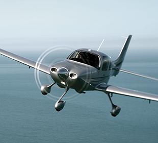 シーラス機による飛行訓練