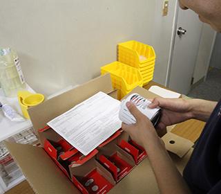領収検査員による航空機部品の領収検査