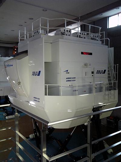 エアバスA320フルフライト・シミュレーターの外観