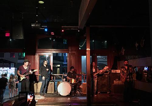 スタンダードなアメリカン・ロック、ポップスを演奏していた5人組のグループ