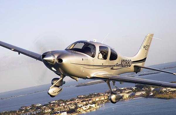 航空大学校に納入されるシーラスSR22