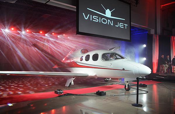 Vision Jetの最初のデリバリーを祝う式典
