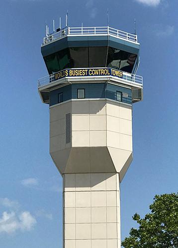 ウィットマン・リージョナル空港の管制塔