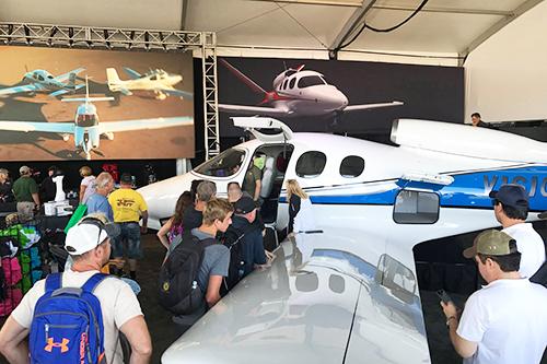 EAA AirVenture 2017 シーラス社のブース