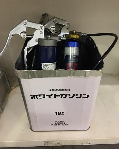 ホワイトガソリンの一斗缶