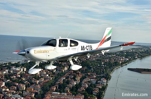 エミレーツ・フライト・トレーニング・アカデミーにSR22をデリバリー